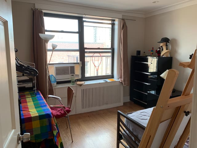 Cozy artist bedroom in Flushing 7mins to 7Train