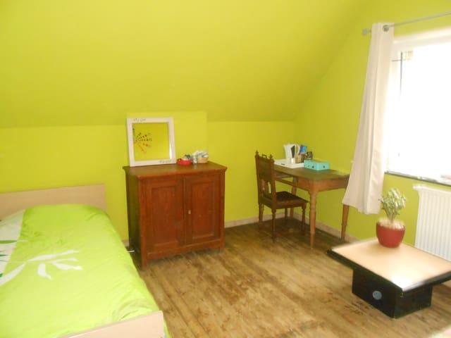 Chambre simple à la campagne - SDB commune - Blégny - Maison