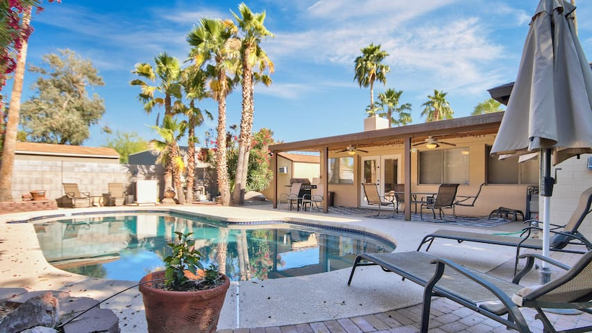 5BR/3BA Villa w Pool, BBQ w/MIL Suite by ST360