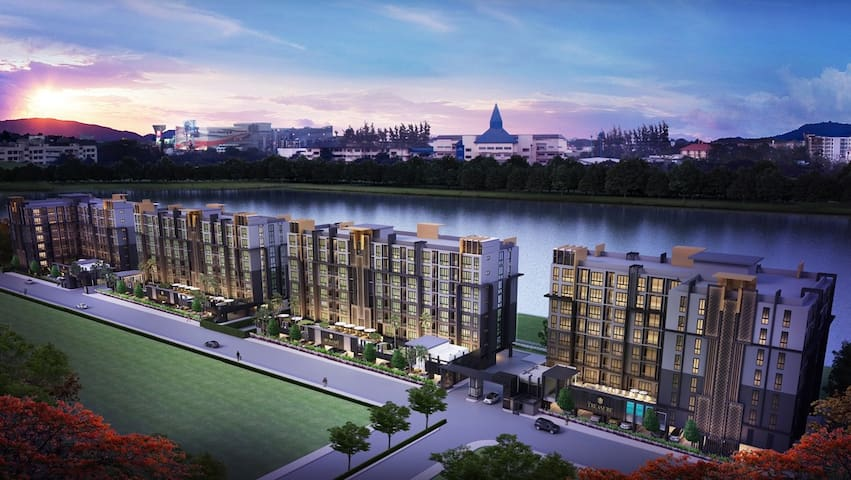 new luxury Condo & commercial district & lakeside