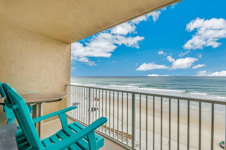 Dreamy Oceanfront Suite W/ Kitchenette, Beach Access, Shared Pool & WiFi!
