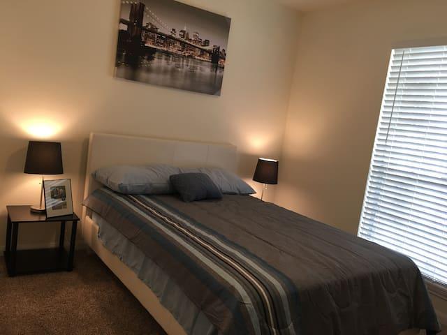 Breezy Villa: Bedroom 1