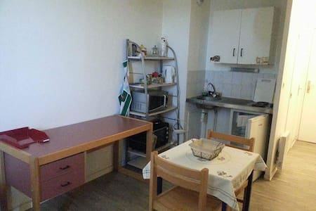 Petit studio 18m2 avec balcon et parking - Montpellier - Wohnung