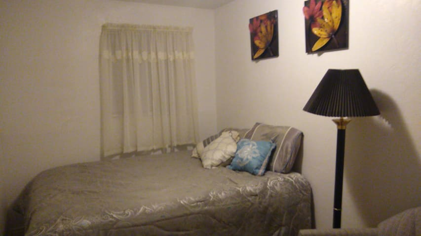 Comfortable room in a family oriented house B