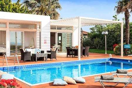 Private villa with private pool and amazing view