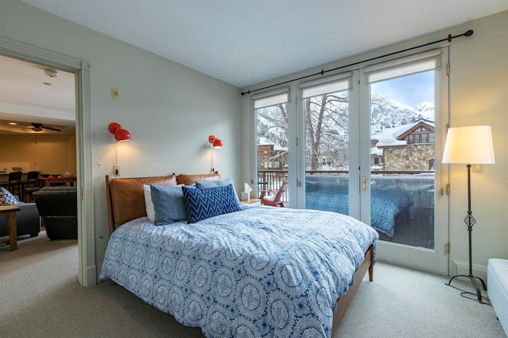 Recently renovated, brand-new bed, televisions, and furniture.