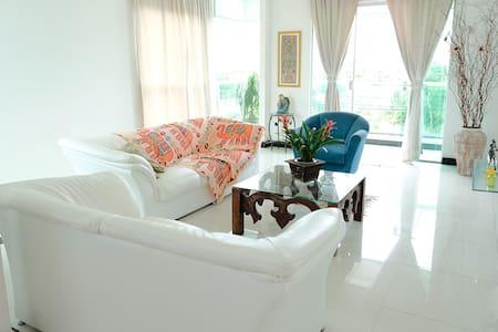 Casa 150m² na Praia Super Confortável Vista p/ Mar