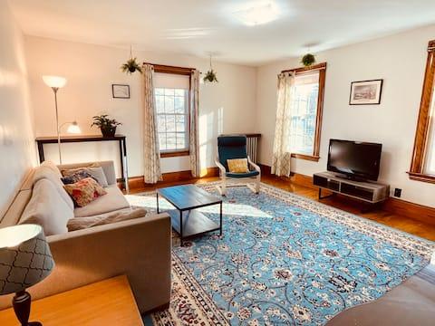 Private apartment near Bates & large city park!