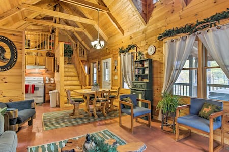 Bryson City Cabin w/ Hot Tub, Near National Park!