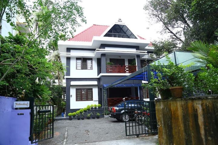 Cozy Family Home - Centrally Located in Kochi