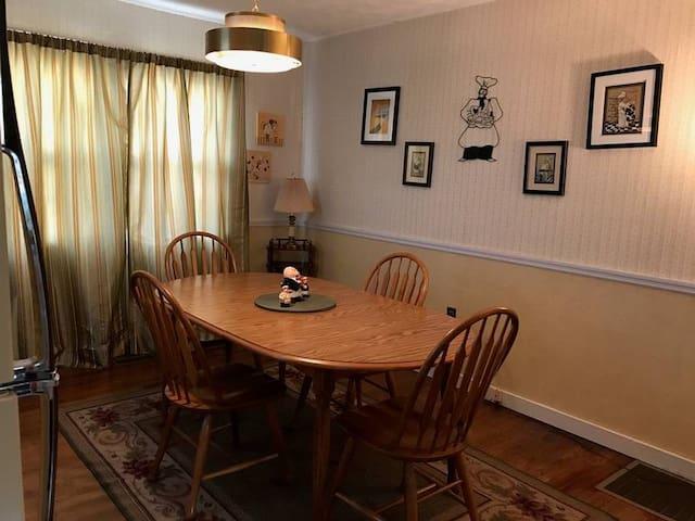 Oak Ridge Guest House Bedroom #4