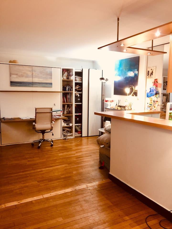 Grand studio rue de Lévis métro Villiers