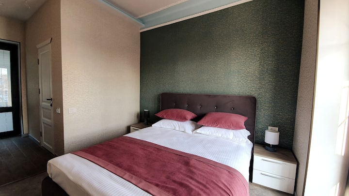 Double Room with Balcony in JINJOTELwith Breakfast