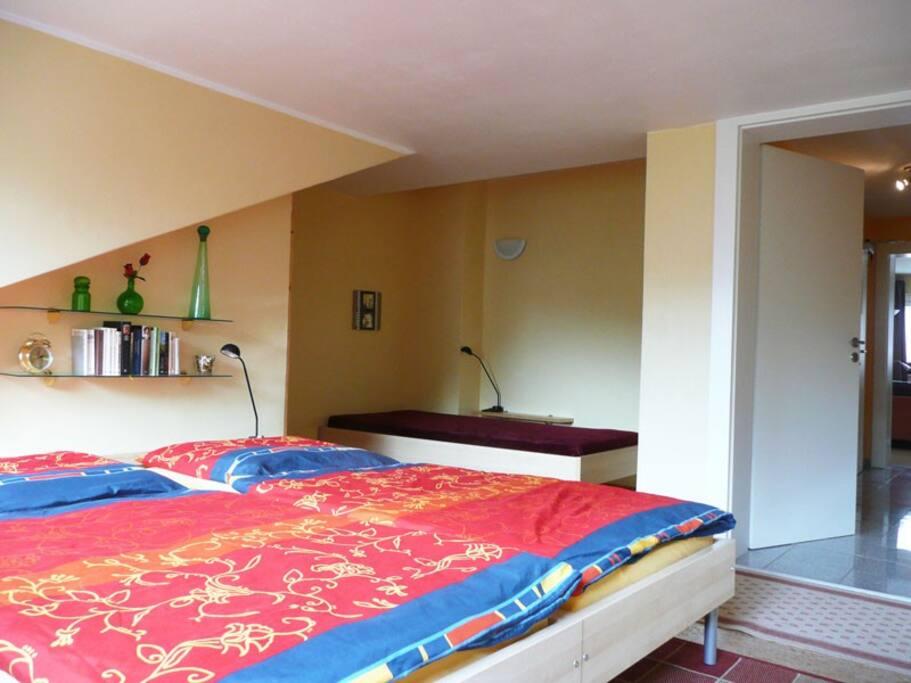 aixOTTO36 - Schlafzimmer mit 3 Betten