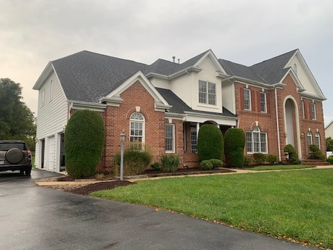 Luxury house for a large group or family near DC