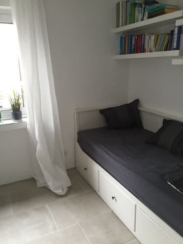 Cosy room easy connected to airport/fairground - Ratingen - Casa