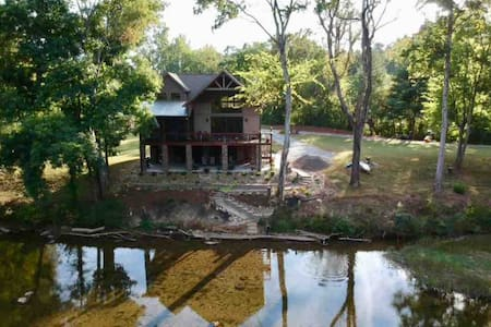 Great Smoky Mountains River Cabin