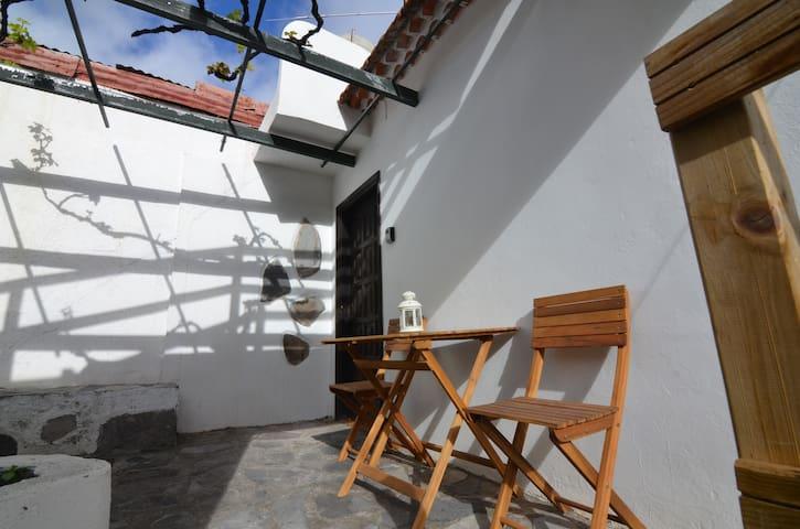 House El Patio - Rustic patio with barbecue 1