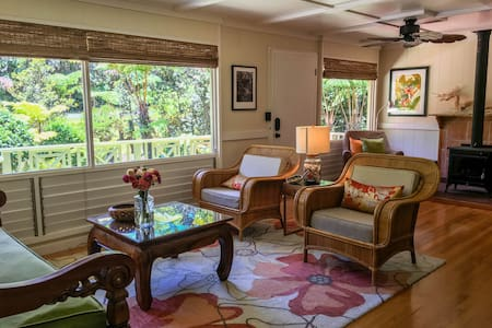 Beautiful Plantation Cottage with Private Gardens - Volcano