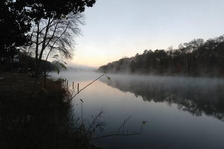 Hidden Riverside Bungalow -- Convenient Solitude