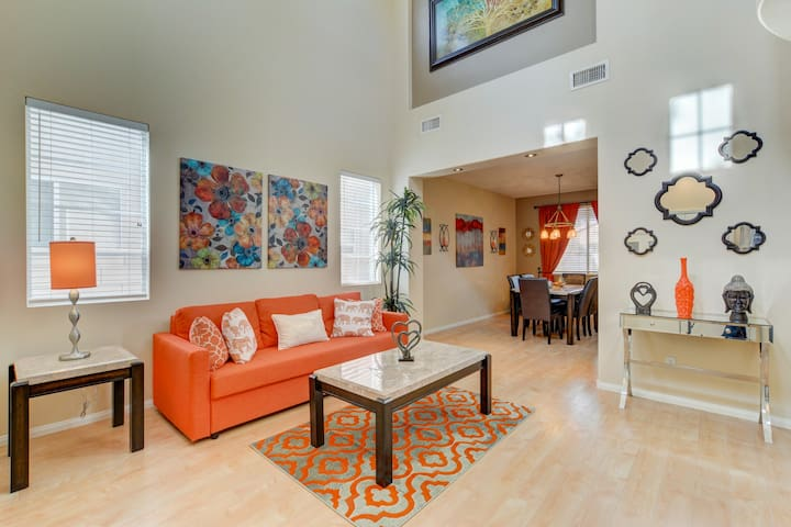 Stunning Home W/Jacuzzi Close To Airport/Strip