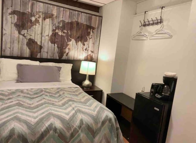 24-1A Private Economy Bedroom by Subway to NYC WTC