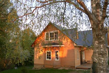 Una casa en la orilla del río Volga - Plyos, Ivanovo Oblast - House