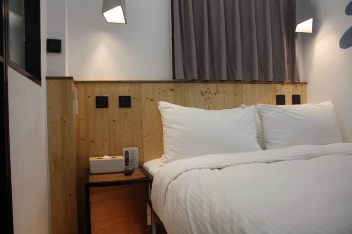信義區 酒店式公寓 (基本雙人房)- 正‧旅館