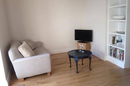 Lovely Conwy annex, very central, sleeps 2 - Conwy - Huis