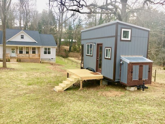 Comfy Cozy AVL Tiny House Experience