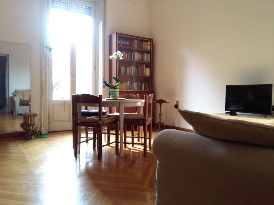 the french window of the living room and the round dining table