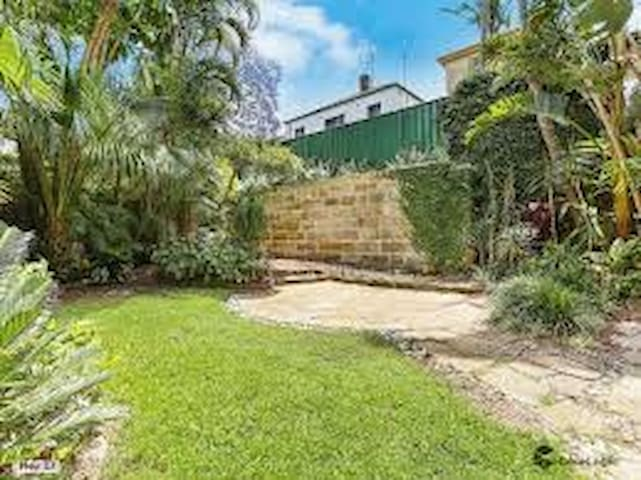 Tropical oasis near Bondi and City (best bedroom)
