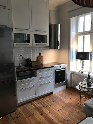 Cozy apartment located in the fashion district!