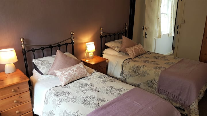 B&B: Twin Room. Converted Barn & Former Pub (#5)
