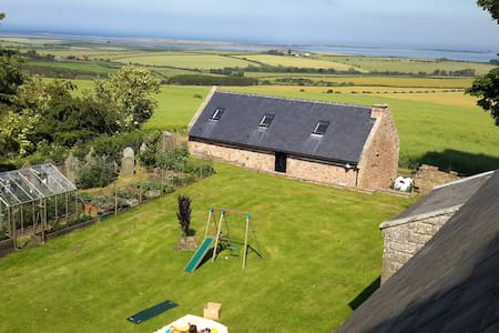 Church Cottage, Sea views, Log fire - Northumberland