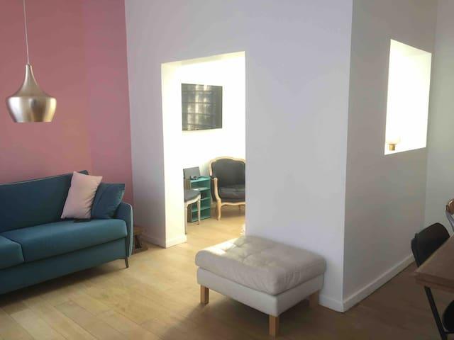 Salon TV séparé ouvert, private TV open TV room