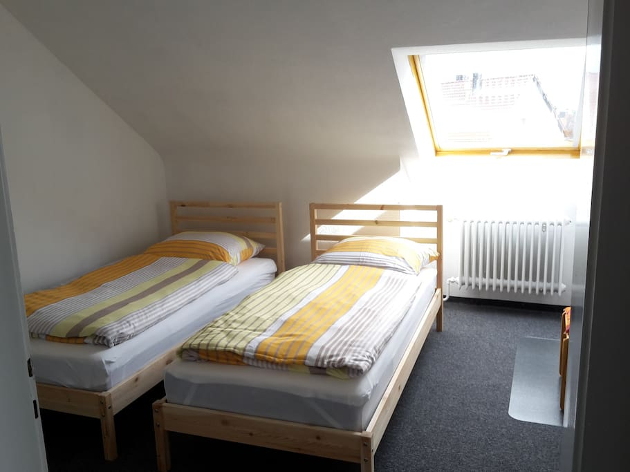 Bedroom with 2 beds / Schlafzimmer mit 2 Betten