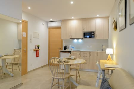 Bonito apartamento nuevo, céntrico 150m de playa.