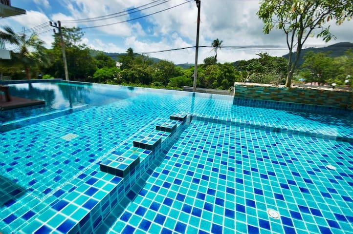Cosy, comfortable condo, pool, wifi, kitchen