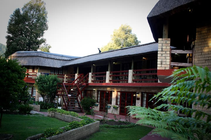 Storms River Guest Lodge - Stormsrivier - Bed & Breakfast