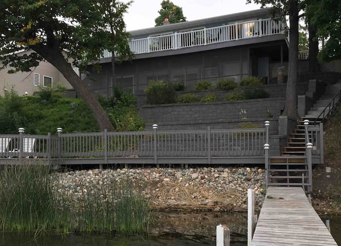 Shorewood Beach House~ Family, Friends, Lake Life
