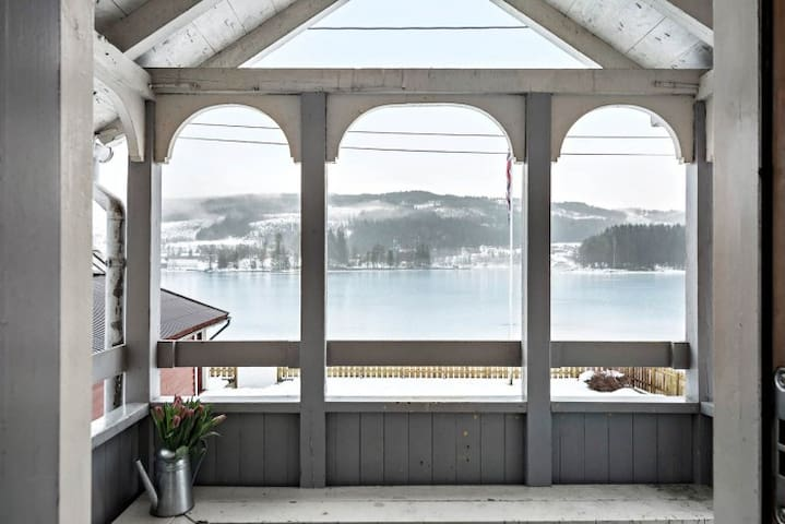 Exceptional house with private fjord beach - Ulvik - Casa