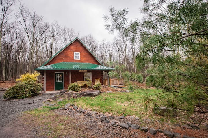 Family Friendly Cabin Surrounded By Woods & Hiking