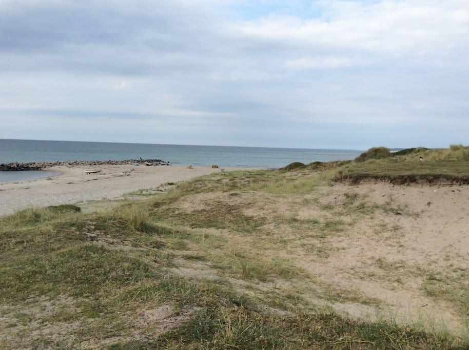 Under 5 minutters gang til denne skønne strand og dejlige hav