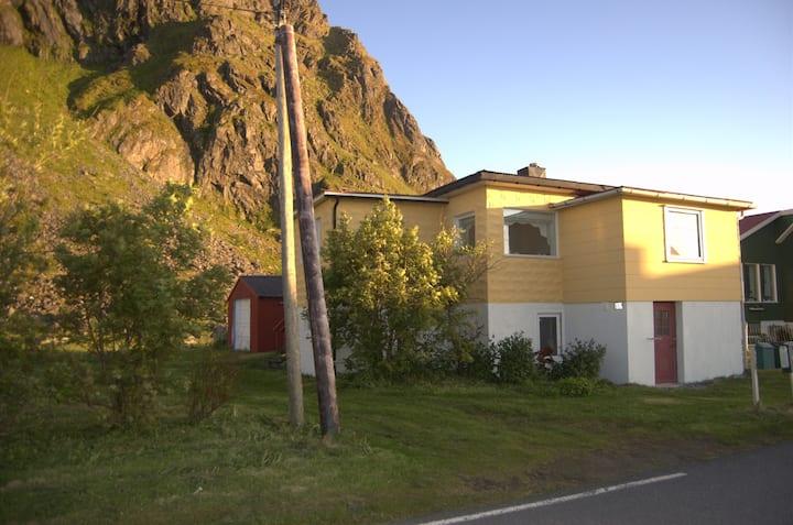 Koselig hus med havutsikt Eggum i Lofoten
