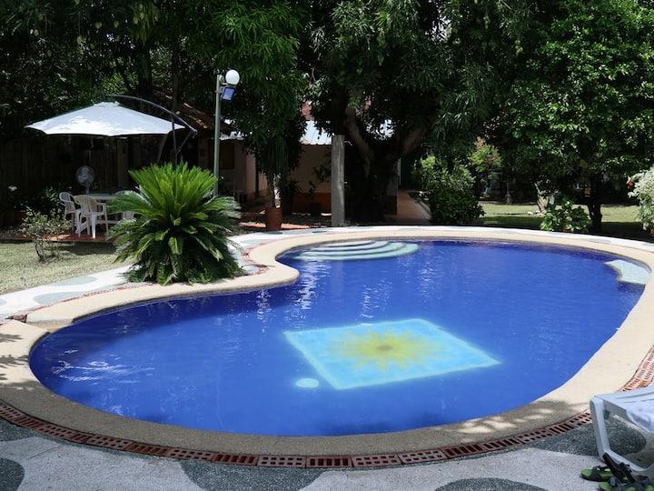 Casa Quinta 1.000 Mts. con piscina 10 personas