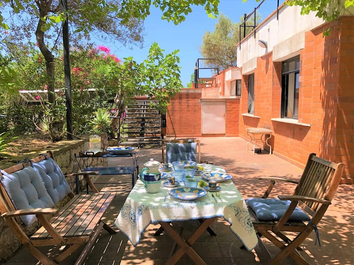The Citrus Villa with Pool