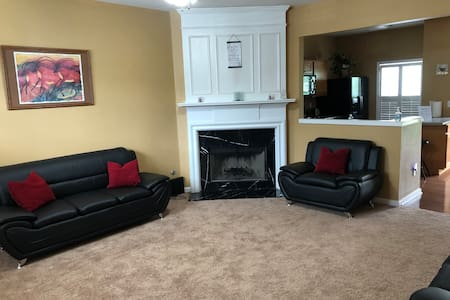 2 bdrm 2.5 bath Townhouse all to yourself