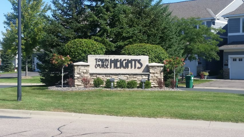 Town Coarse Heights Penthouse - Chaska - Apartmen