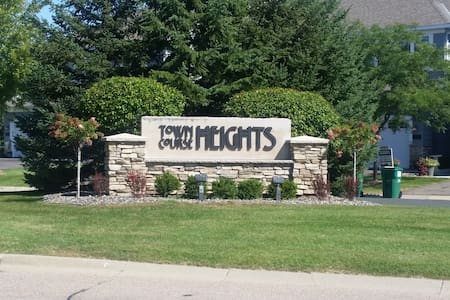 Town Coarse Heights Penthouse - Chaska - Apartament
